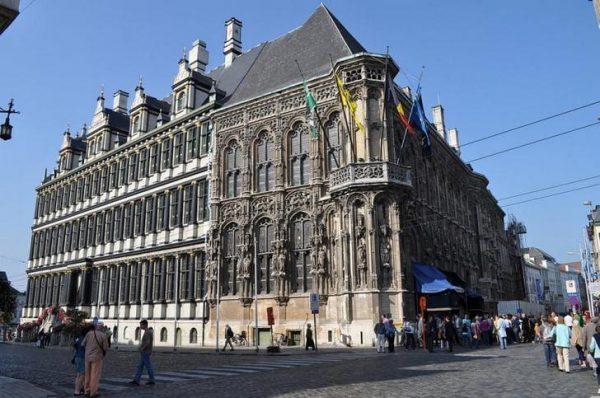 Ратуша в городе Гент