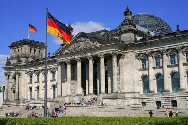 Рейхстаг в центре Берлина