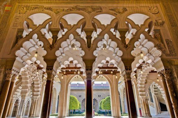 Резной декор дворца Альхаферия в Сарагосе