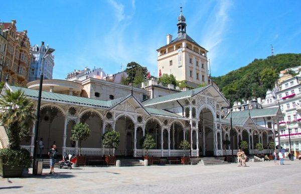 Рыночная колоннада около Замковой башни