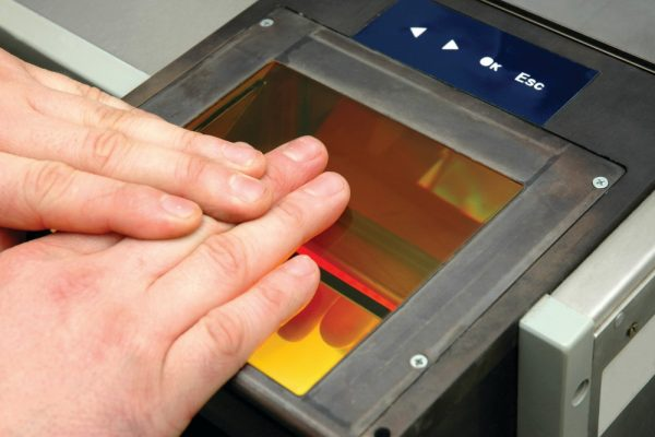 Сдача отпечатков пальцев на визу