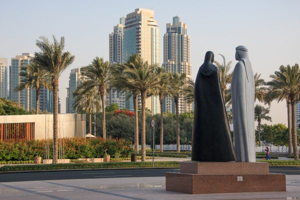 Скульптура «Вместе» недалеко от Бурдж-Халифы в Дубае