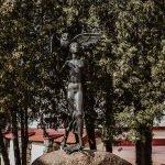 Скульптура «Девушка с совой»