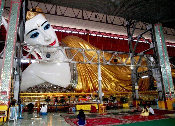 Статуя лежащего Будды Чаутаджи
