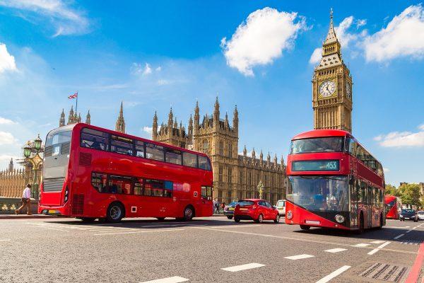 Туристические автобусы у Вестминстерского дворца