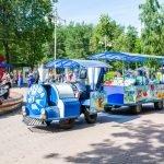 Детский поезд в парке Челюскинцев