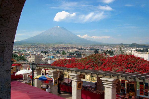 Вид из окна на вулкан Мисти