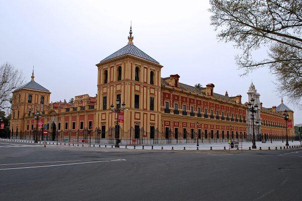 Вид на дворец Сан-Тельмо в Севилье