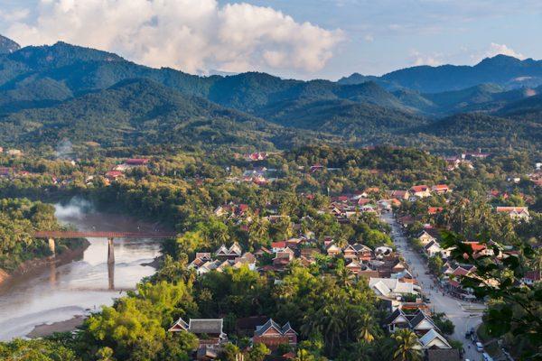 Вид на город Луангпхабанг в Лаосе