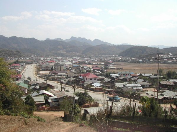 Вид на город Самныа в Лаосе