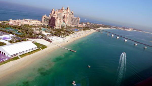 Вид на курортный комплекс и пляж Atlantis The Palm