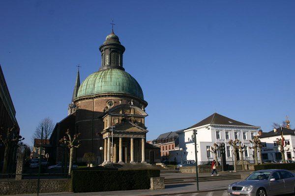 Вид на здания города Ватерлоо недалеко от Брюсселя