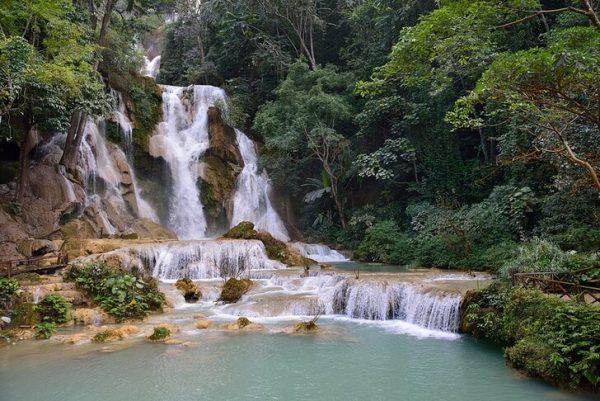 Водопад Куанг Си в Лаосе