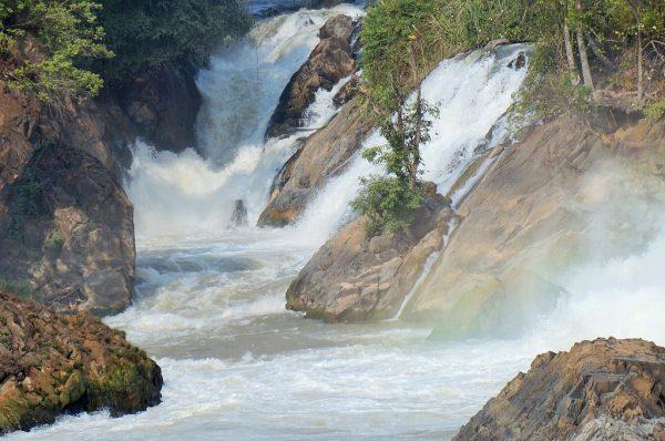 Водопады Кхон на плато Боловен