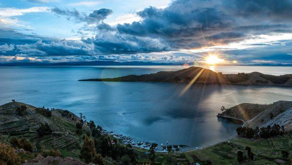 Заход солнца на озере Титикака