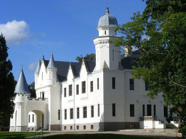 Замок Алатскиви в Тарту