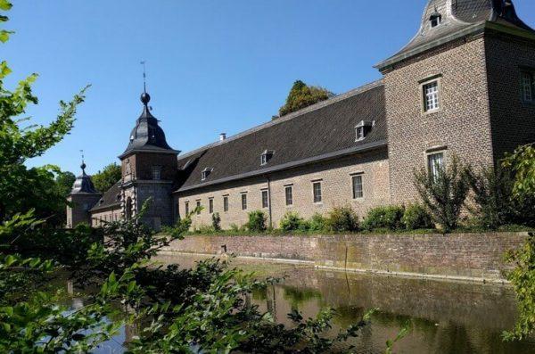 Замок Хельторф в Дюссельдорфе