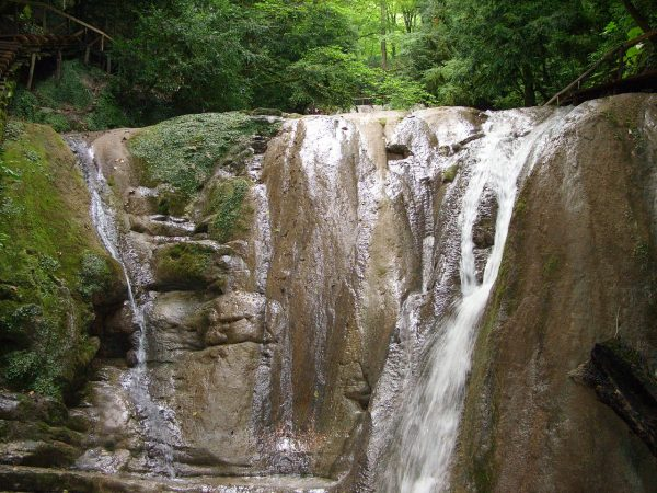 33 водопада в долине реки Шаха