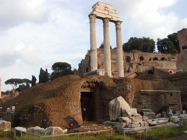 Античные колонны «Три сестры»