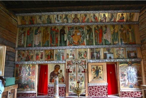 Алтарь Покровской церкви