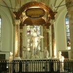 Алтарь внутри церкви