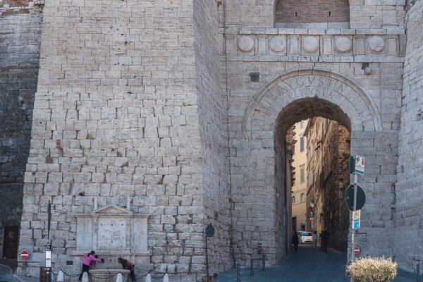Архитектурный памятник «Этрусская арка»