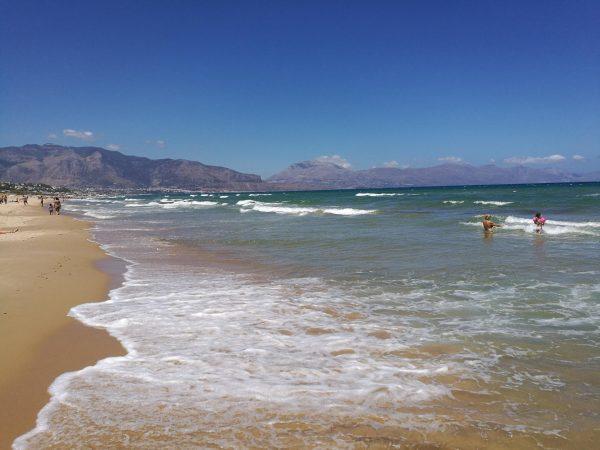 Береговая линия пляжа Терразини