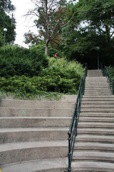 Болдвинская лестница около Ирокезского озера в Торонто