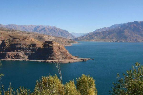 Чарвакское водохранилище недалеко от Ташкента