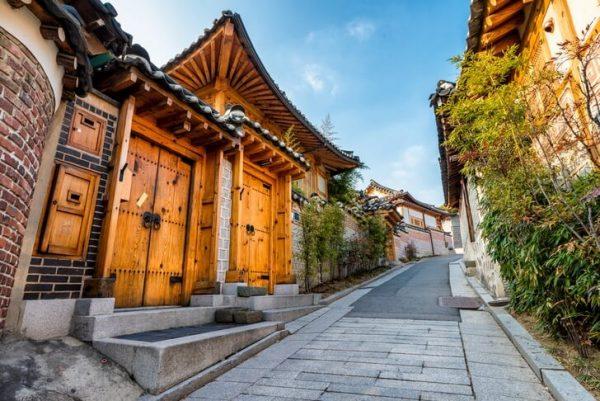 Деревня Букчон в центре Сеула