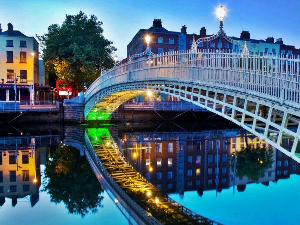 Мост через реку в Дублине