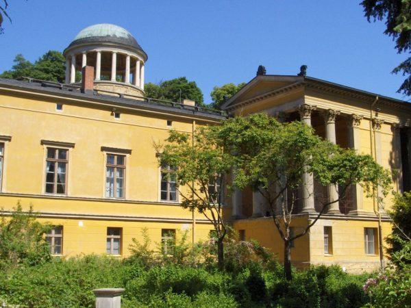 Дворец Линдштедт в Потсдаме