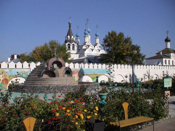 Фонтан Свято-Троицкого монастыря