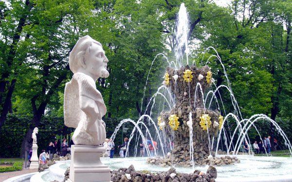 Фонтаны в Летнем саду Санкт-Петербурга