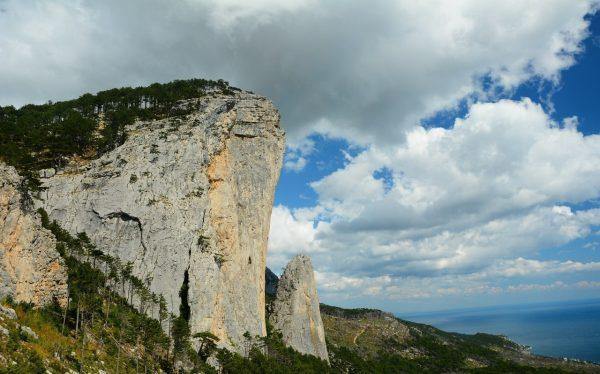Гора Шаан-Кая недалеко от Алупки в Крыму