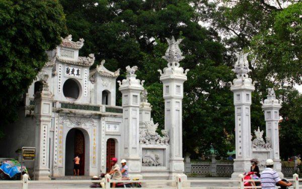 Храм Куан-Тхань около Западного озера в Ханое
