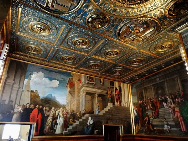 Интерьер Галереи Академии (итал. — «Le Gallerie dell'Accademia») в Венеции