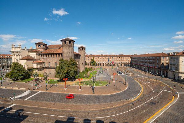 Королевский дворец на площади Кастелло