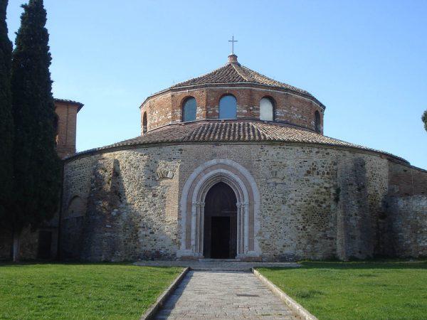 Круглое здание церкви Сан-Анджело