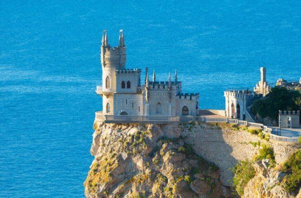 Замок «Ласточкино гнездо» недалеко от Ялты