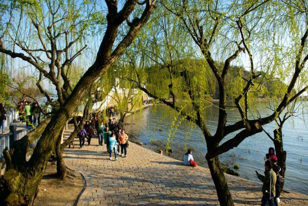 Место отдыха на берегу озера Тайху