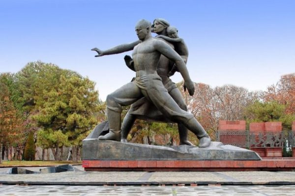 Монумент «Мужество» в Ташкенте