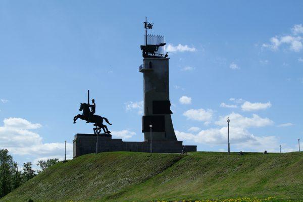Монумент Победы с башней в Великом Новгороде