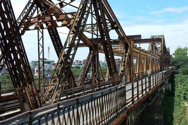 Мост Лонг Бьен через Красную реку в Ханое