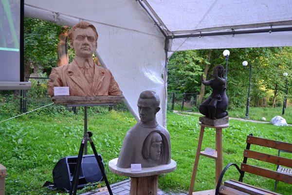 Скульптуры на территории музея Брахерта в посёлке Отрадное