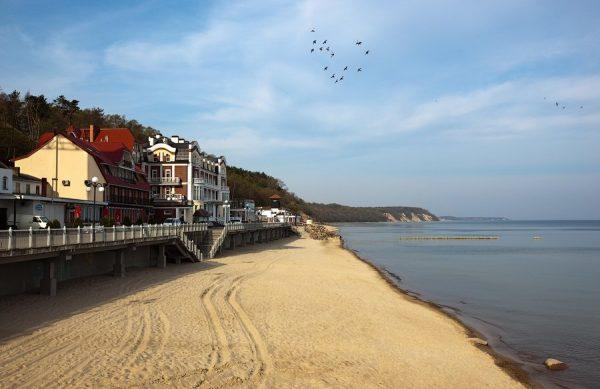 Балтийское море и набережная в Светлогорске с домами