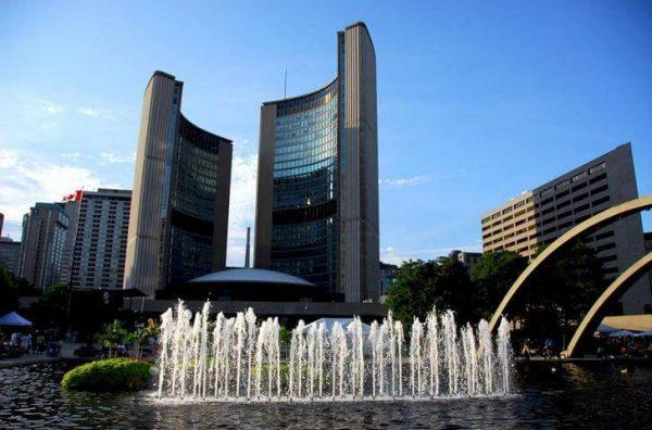 Новое здание мэрии в Торонто