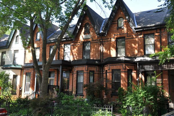 Одно из зданий района Кэббэгтаун в Торонто