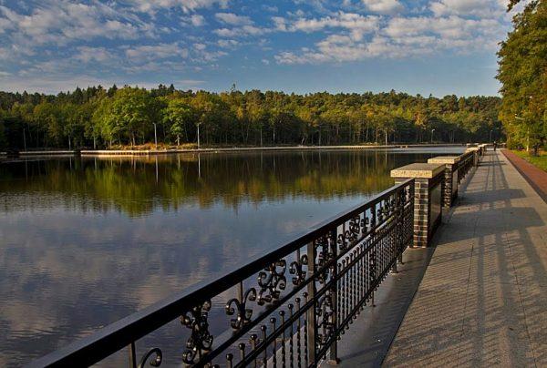 Озеро Тихое и набережная