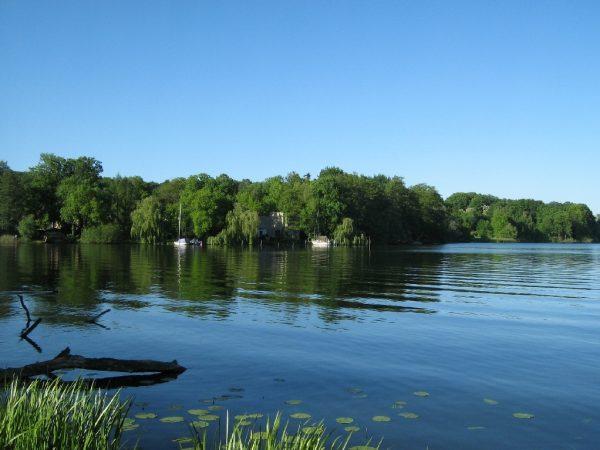 Озеро Юнгфернзее в Новом саду Потсдама